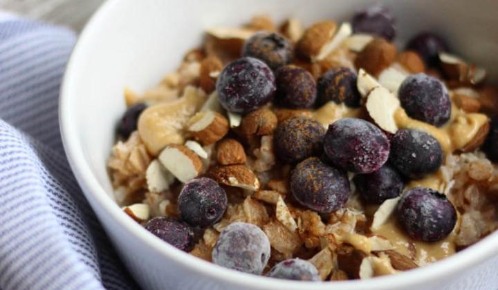 Dinkel-Porridge mit Blaubeeren