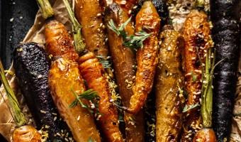 Leckeres Rezept mit Karotten: Schmorkarotten mit Hummus